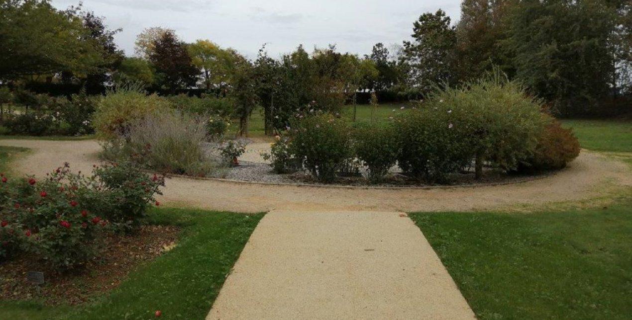 Photo du parc mémorial du crématorium de la Vienne à Poitiers