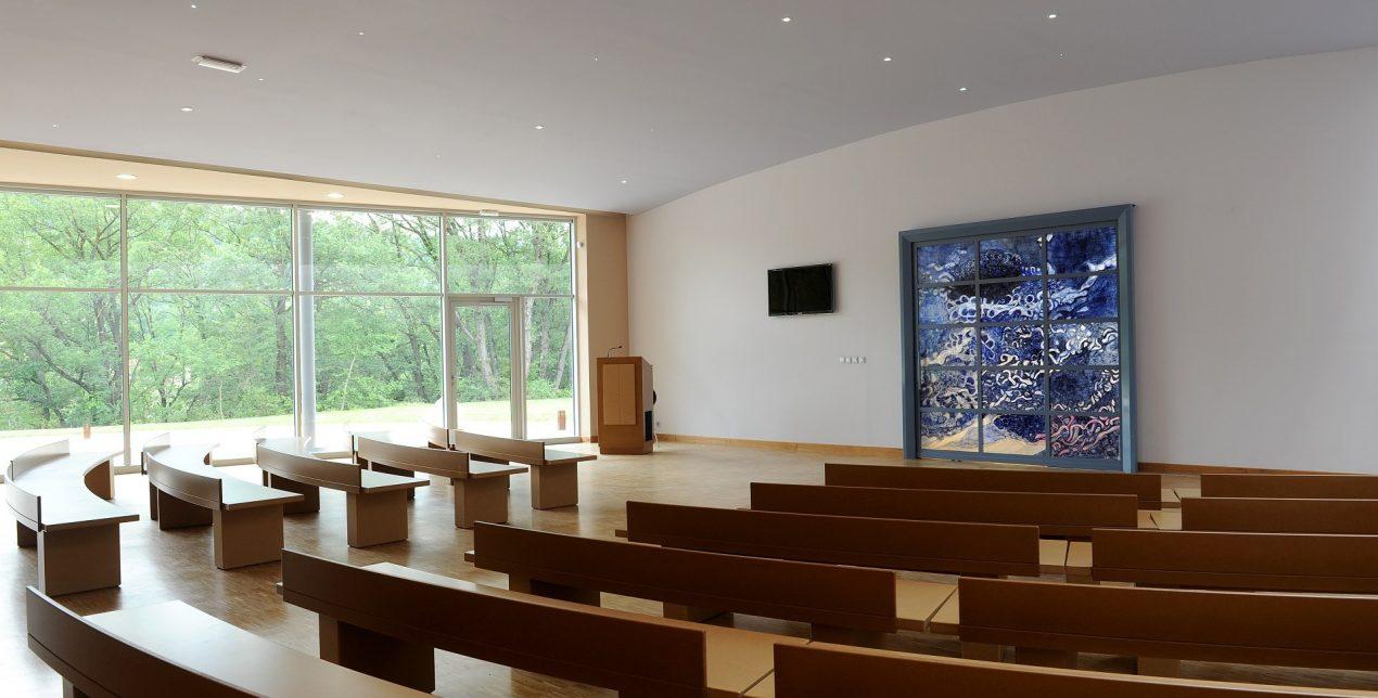 Photo de la salle de recueillement du crématorium des Alpes du Sud à Gap
